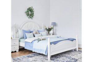 Camerette per ragazze moderne con letto bianco